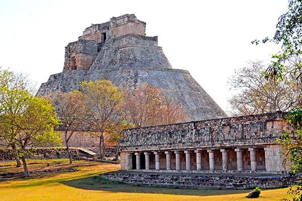 Piramide del adivino en Uxmal